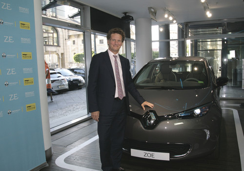 "Renault-Vorstand Gilles Normand, Chef der Elektrosparte, bei der Eröffnung des ""Electric Vehicle Experience Center"" in Berlin."